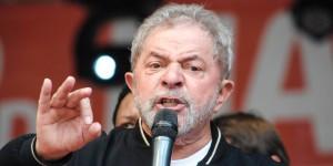 SP - 1º DE MAIO/SÃO PAULO - POLÍTICA - O ex-presidente Luiz Inácio Lula da Silva durante a festa do Dia do Trabalho no Vale do Anhangabaú, no centro de São Paulo, nesta sexta- feira. 01/05/2015 - Foto: FáBIO VIEIRA/CÓDIGO19/ESTADÃO CONTEÚDO