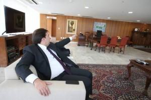 ADMA015 BSB - 10/01/2017 - RODRIGO MAIA / ENTREVISTA ( EXCLUSIVA) - POLITICA - O presidente em exercício da república Rodrigo Maia, no gabinete da presidência da república no Palácio do Planalto, em Brasilia. FOTO: ANDRE DUSEK/ESTADAO