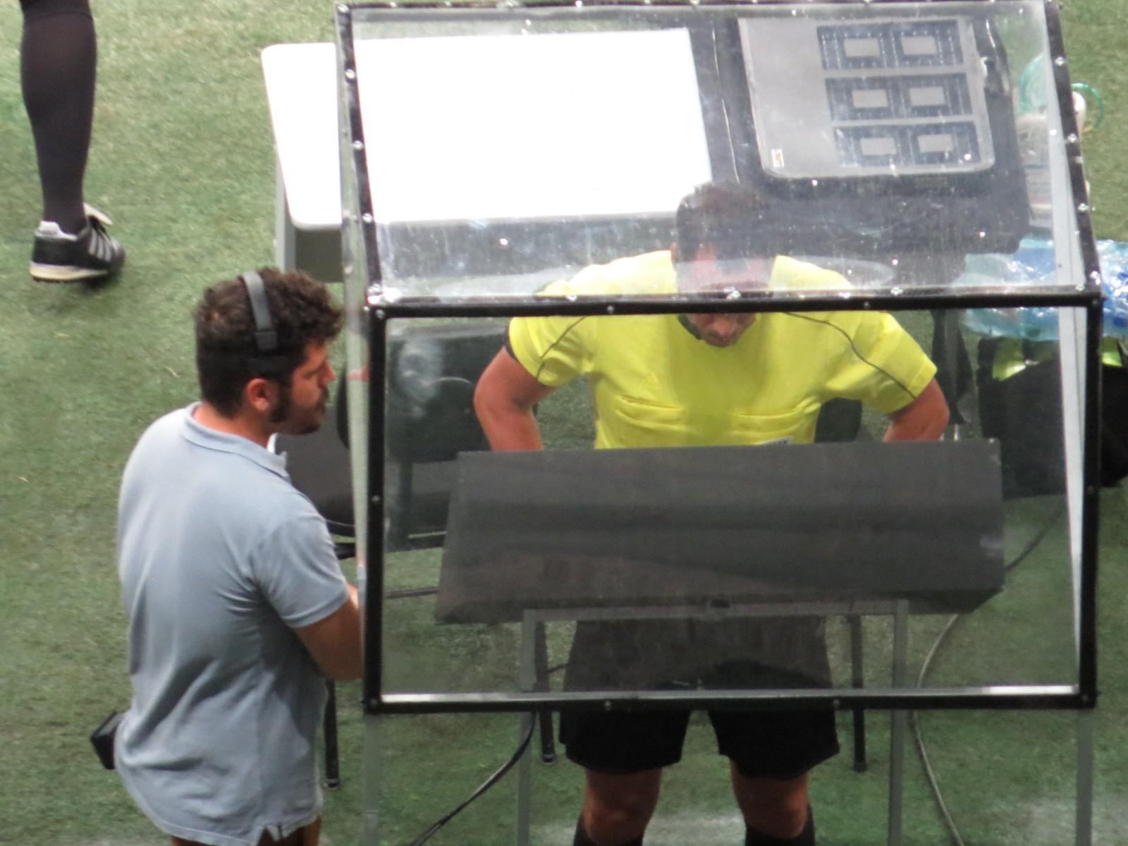 A CBF negou o pedido do Inter para utilizar o árbitro de vídeo nas seis  rodadas finais do Brasileirão. Após reunião realizada na sede da entidade 9943034446eae
