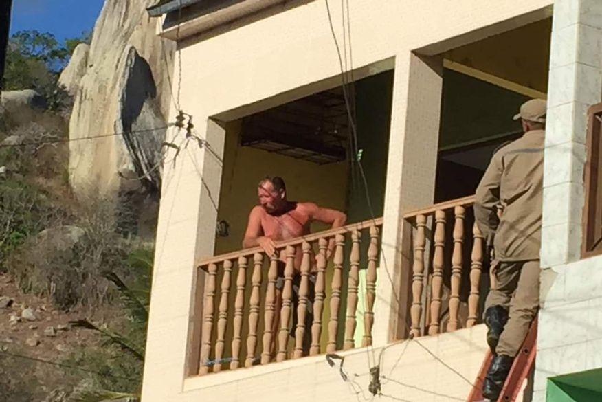 Resultado de imagem para Polícia resgata crianças que foram mantidas reféns pelo próprio pai em Queimadas